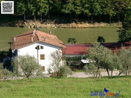Farmhouse with restaurant on the lake