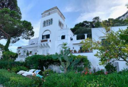 A historic mansion in the style of Capri immersed in art and poetry